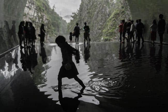 藝術融於環境;代表作品:中國,馬岩松,光洞(清津峽溪谷)