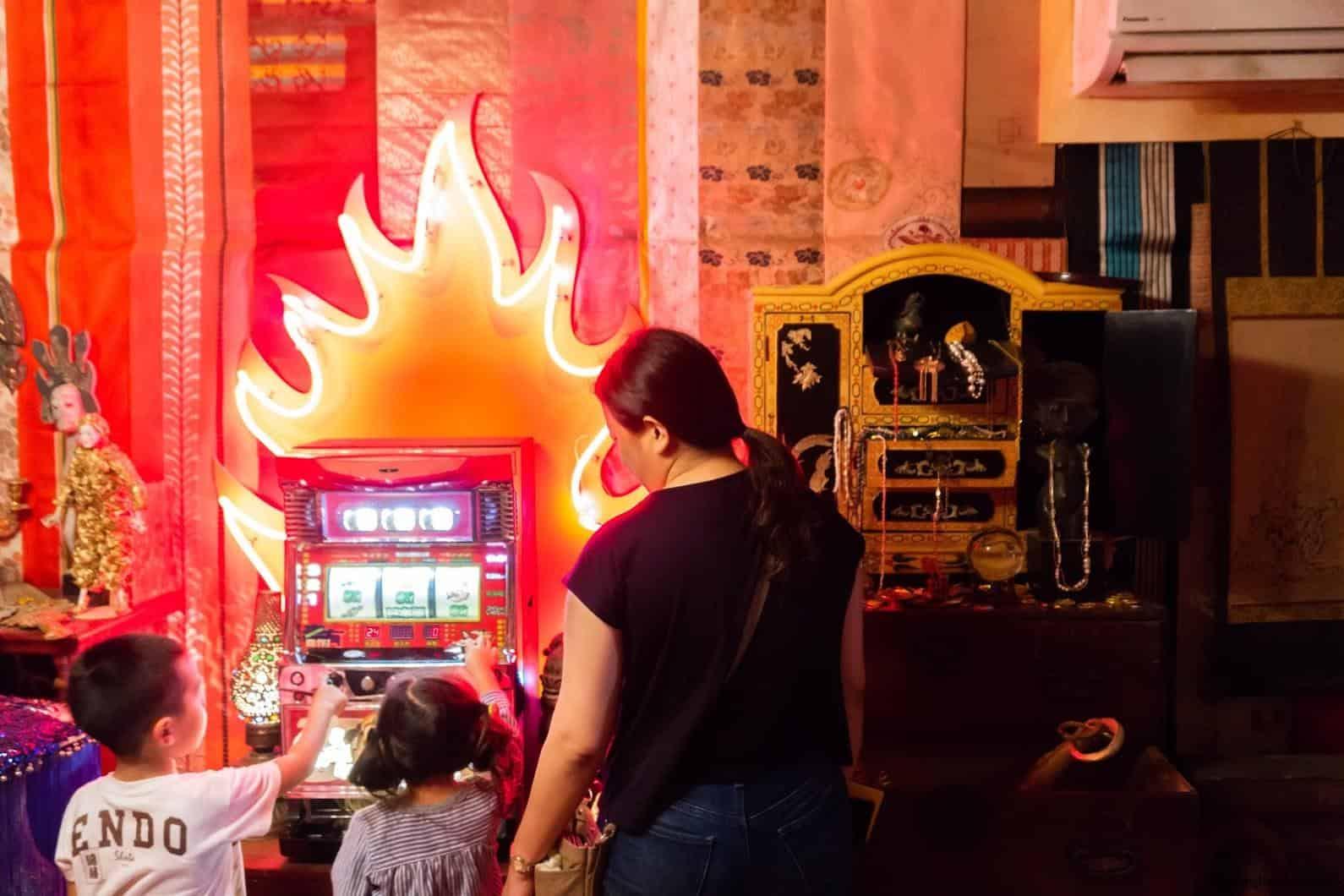 豊福亮,黃金遊戲場,違和的錯亂彷彿進入另一個異次元空間;遊樂場必備遊戲機台 黃金遊戲場 黃金遊戲場 golden playroom 12
