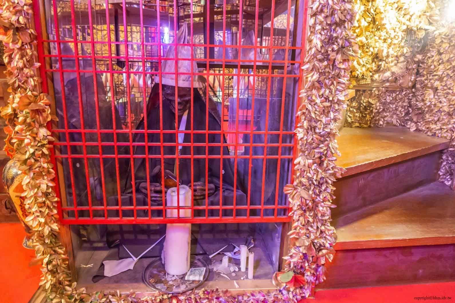 豊福亮,黃金遊戲場,違和的錯亂彷彿進入另一個異次元空間;詭異的乾屍,會一整個錯亂無法想像擺在這裡的原因 黃金遊戲場 黃金遊戲場 golden playroom 15