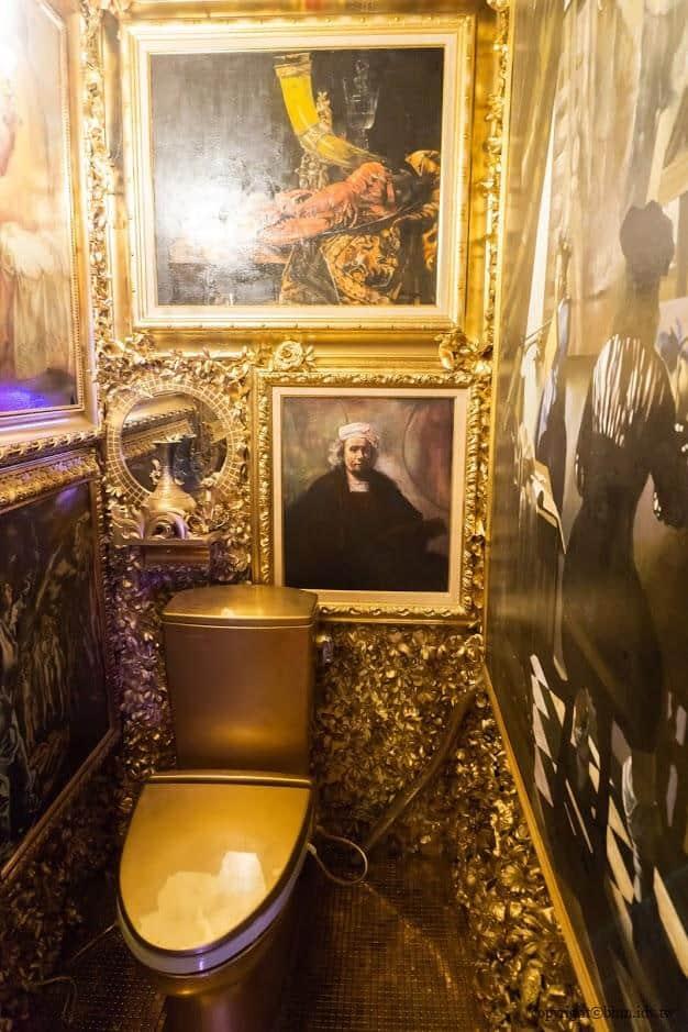 豊福亮,黃金遊戲場,違和的錯亂彷彿進入另一個異次元空間;讓人想坐上去多摸一下的黃金馬桶! 黃金遊戲場 黃金遊戲場 golden playroom 16