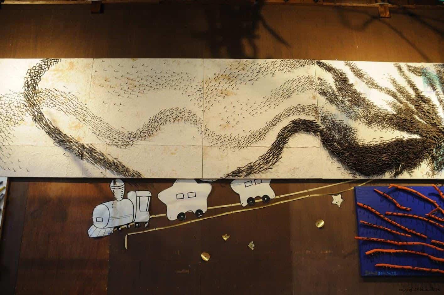 田島征三,繪本和樹木果實美術館,以「學校不是空的喔!」為主題,有密集恐懼症的人應該會不敢看這面牆 繪本和樹木果實美術館 繪本和樹木果實美術館 hachi seizo tashima museum of picture book art 01