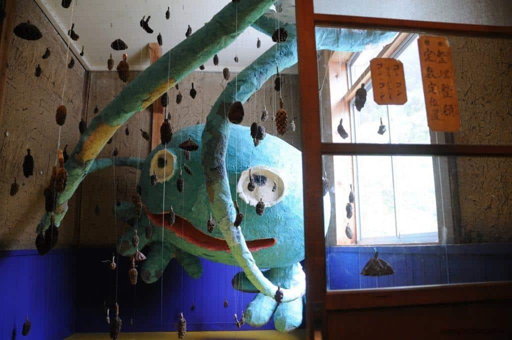 田島征三,繪本和樹木果實美術館,躲在角落的怪物,彷彿隨時會從暗處伸出觸角把人抓進去 七大分類快速導覽 七大分類快速導覽 hachi seizo tashima museum of picture book art 05 1024x680