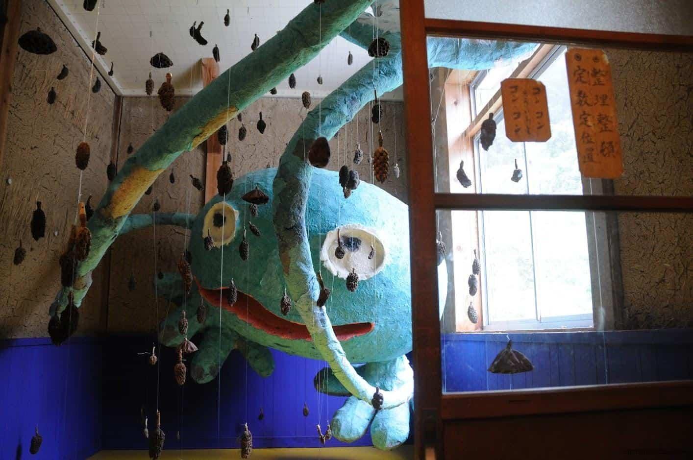 田島征三,繪本和樹木果實美術館,躲在角落的怪物,彷彿隨時會從暗處伸出觸角把人抓進去 活化廢棄學校 活化廢棄學校 hachi seizo tashima museum of picture book art 05