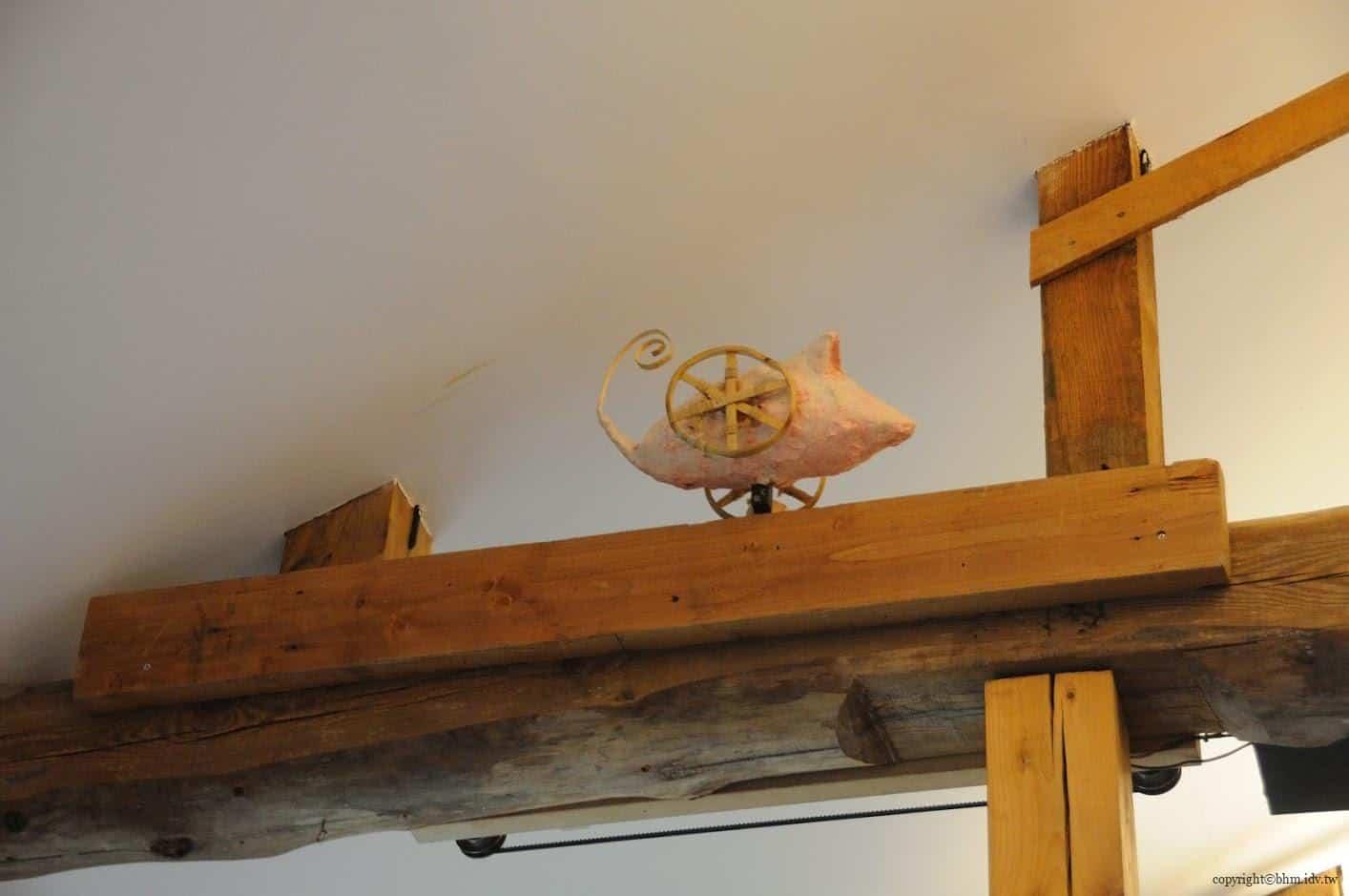 田島征三,繪本和樹木果實美術館,以「學校不是空的喔!」為主題。透過機關會自行來回移動的老鼠,機關巧思無所不在 繪本和樹木果實美術館 繪本和樹木果實美術館 hachi seizo tashima museum of picture book art 12