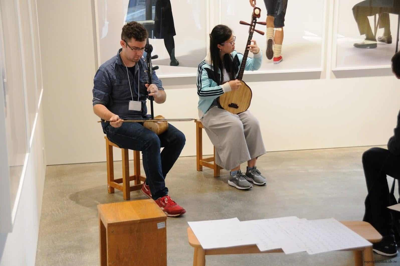 葉晉亨,香港部屋,前往當天現場正在進行中國音樂秦琴+提琴的演奏節目 香港部屋 香港部屋 hong kong house 07 0x0