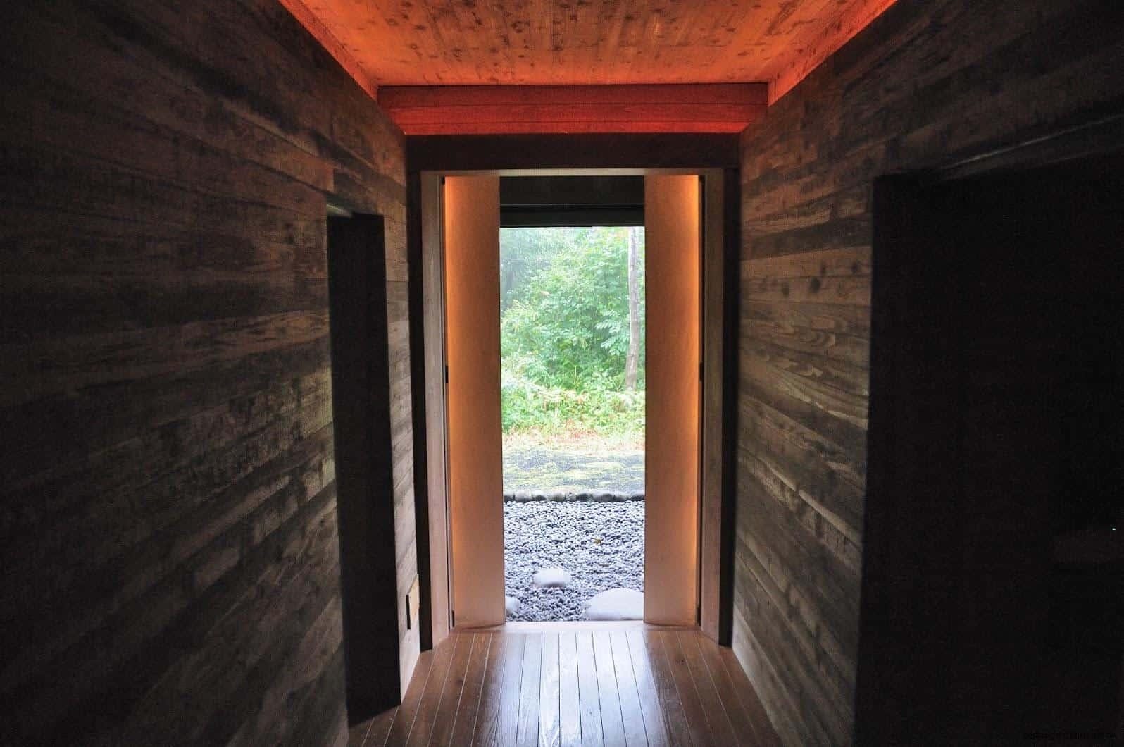 詹姆斯‧特瑞爾,光之館,作品「Light Bath」,浴缸和出入口的各個地方都可以看到光線,泡澡時可以和這夢幻的作品合為一體;限住宿客人體驗 越後妻有 光之館 house of light 05