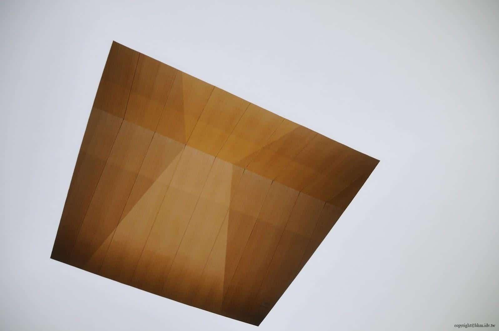 詹姆斯‧特瑞爾,光之館,作品「Outside In」,平面屋頂設計天花板天窗,可以觀察正午到日落的天空日光變化;很可惜當天時間和天氣都不對,沒有打開 越後妻有 光之館 house of light 07