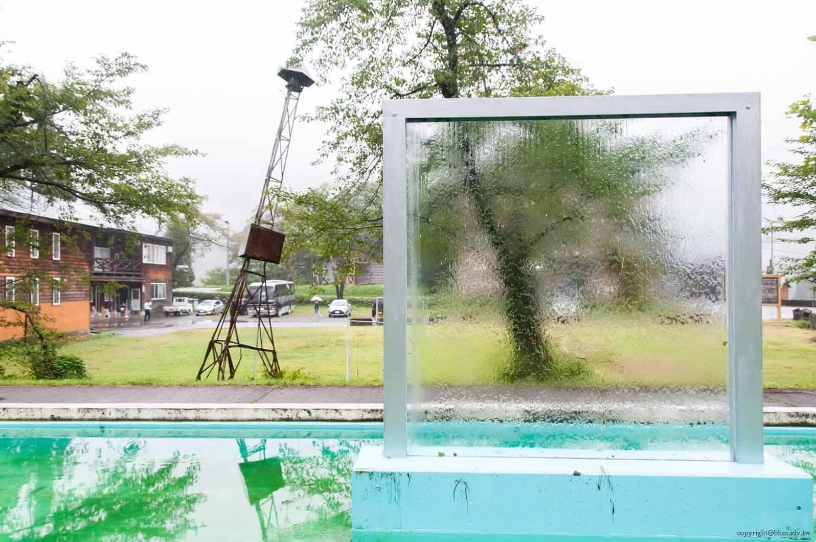 本間純,Melting Wall,波動的水面搖擺不定透過水流於玻璃上呈現出風景 越後妻有 Melting Wall melting wall 01