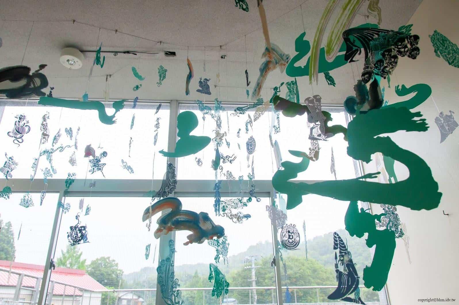 山岸綾-改修設計,奴奈川校園,樓梯間的作品《彩風》-無作品編號,細節有故事是很棒得剪紙藝術 奴奈川校園 奴奈川校園 nunagawa campus 06