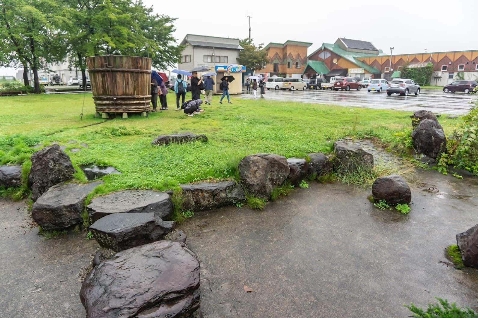 田口行弘,送水,戶外裝置藝術部分則製作了巨大木桶,遊客可進入其中 越後妻有 送水 okurimizu 02