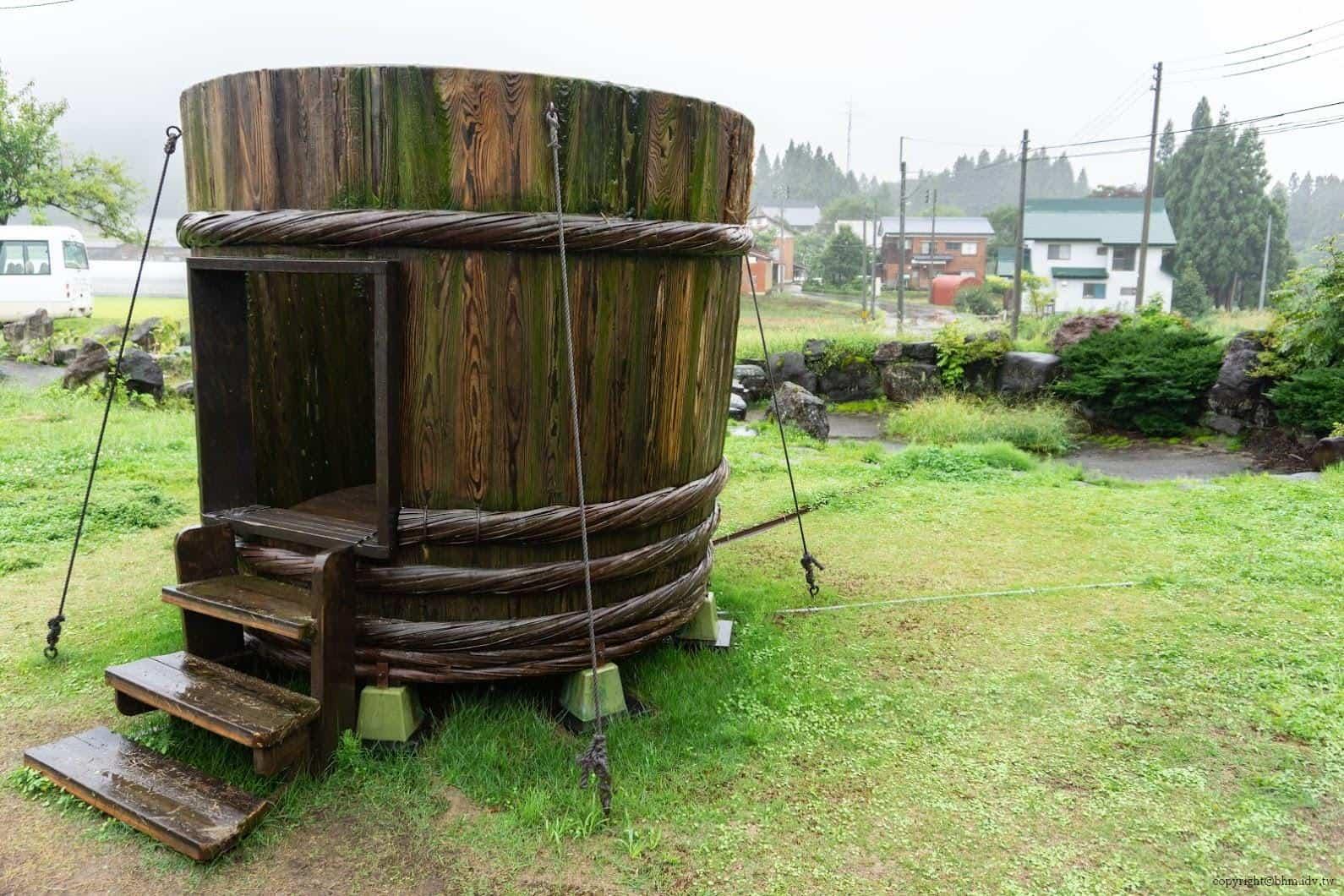 田口行弘,送水,戶外裝置藝術部分則製作了巨大木桶,遊客可進入其中 藝術融於入環境 藝術融於入環境 okurimizu 05
