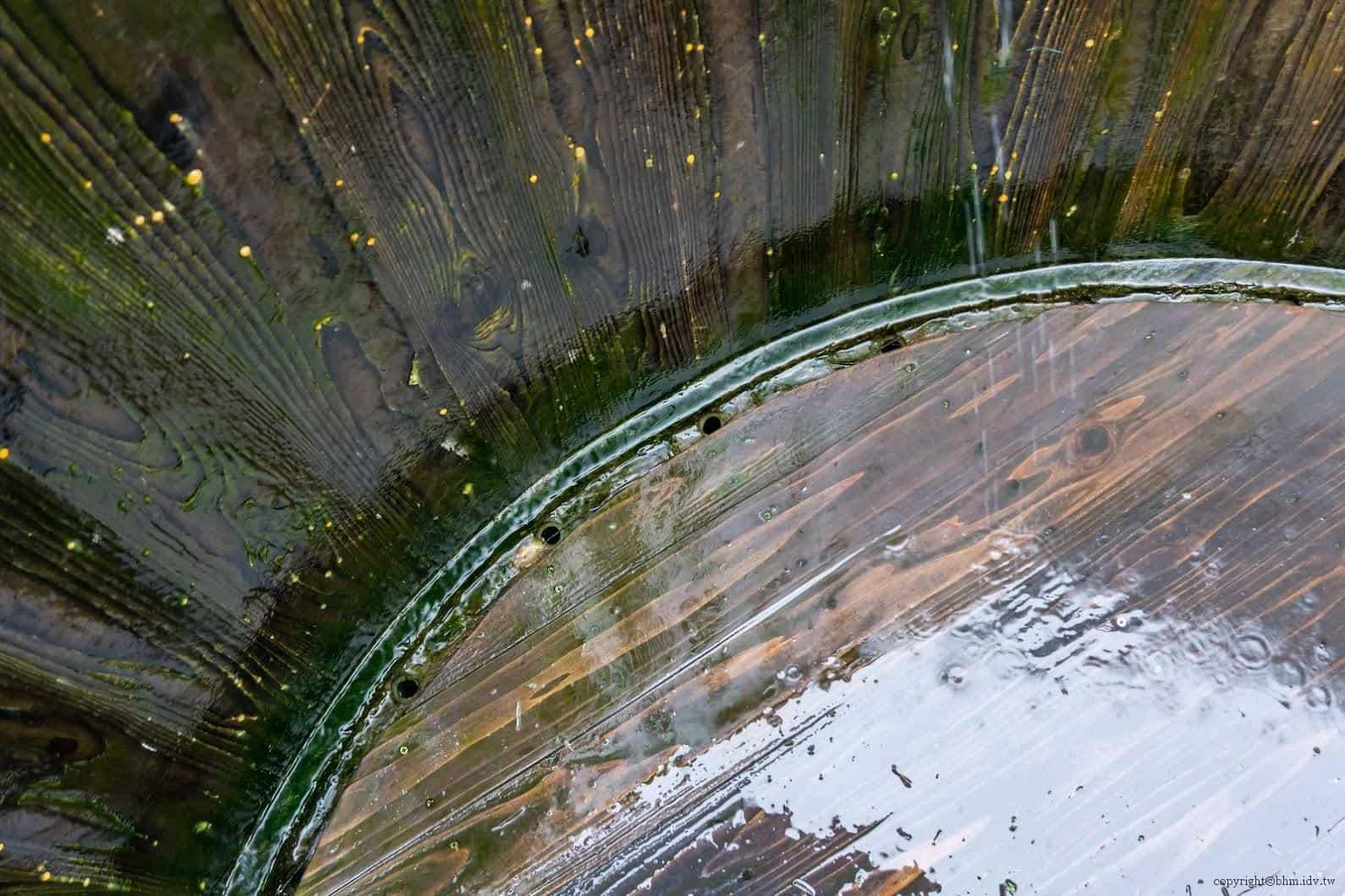 田口行弘,送水,透過自然接水方式與管路導引,將接到的水引流至旁水道中 越後妻有 送水 okurimizu 08