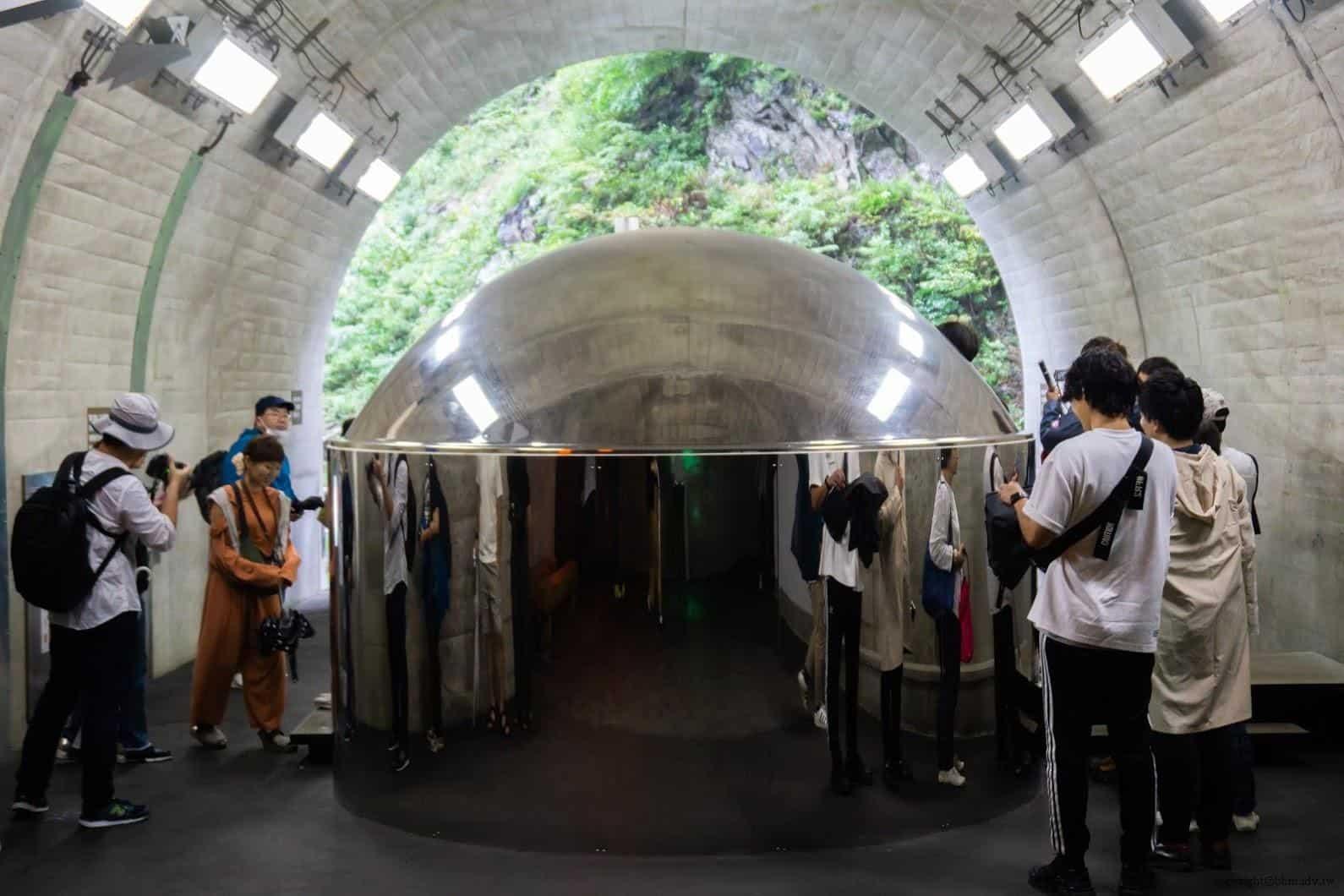 馬岩松,光洞,窺—金(第二觀景台),單面透視鏡洗手間「隱形泡泡」 越後妻有 光洞 periscopelight cave 08