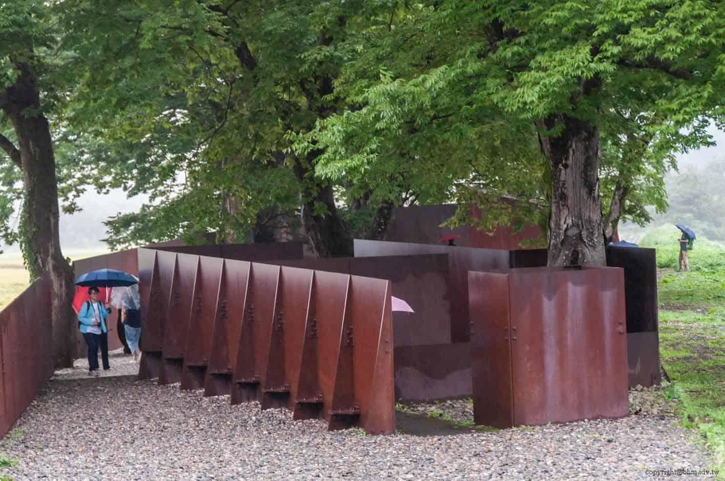 Casagrande&Rintala建築事務所,對峙的牆POTEMKIN,採用冰冷的不鏽鋼材表現明顯的空間阻隔 藝術融於入環境 藝術融於入環境 potemkin 01