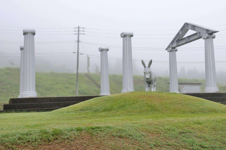 在羅馬劇場圓柱下的驢子,有著協調的違和@里山藝術動物園 里山藝術動物園 里山藝術動物園 satoyama art zoo 02
