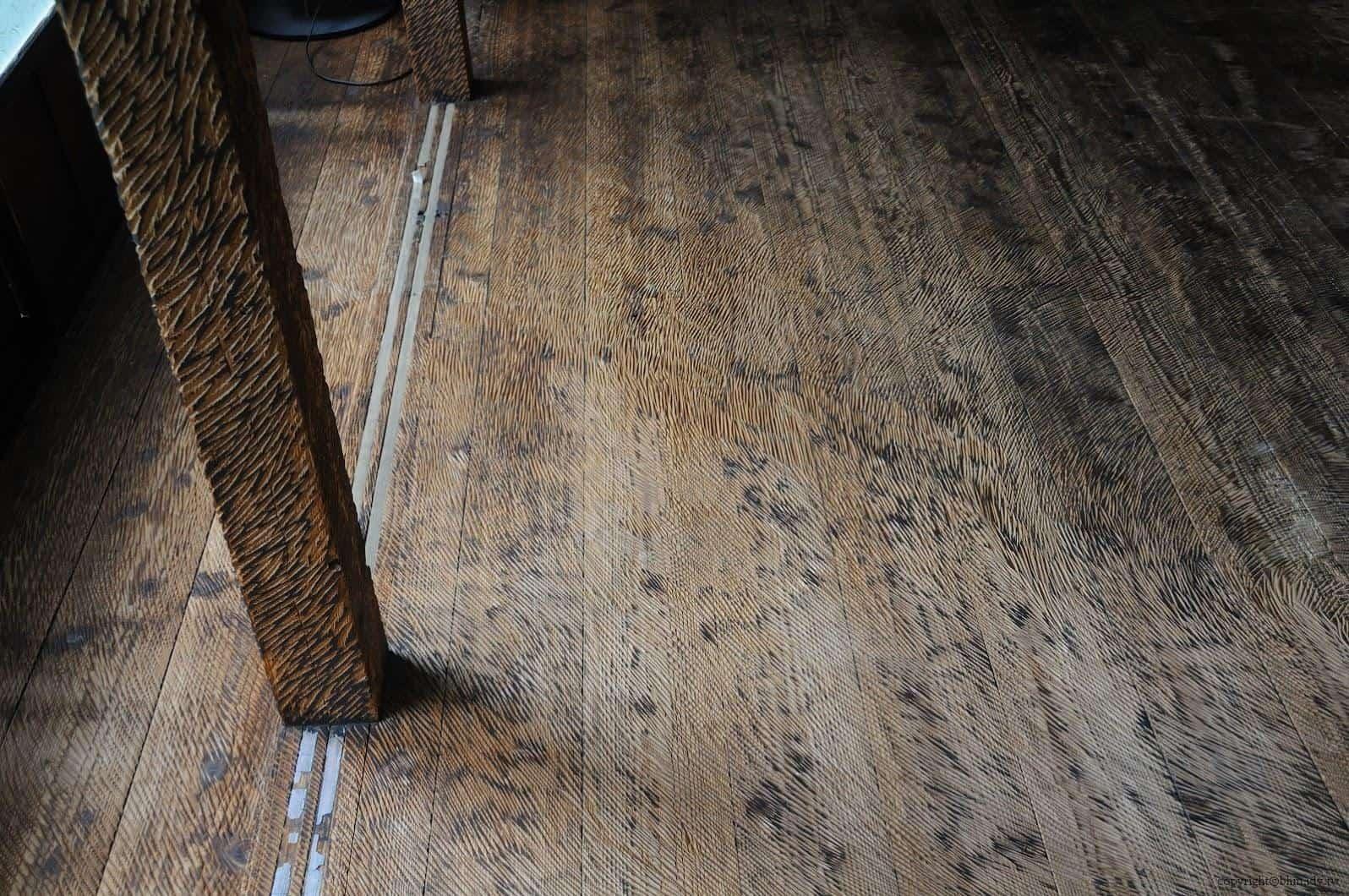 鞍掛純一+日本藝術大學雕刻組志工,脫皮之家,所有的藝術作品唯有此處可透過觸覺-赤腳,透過踩在地上感受到刀刀用心的藝術創作 脫皮之家 脫皮之家 sheding house 04