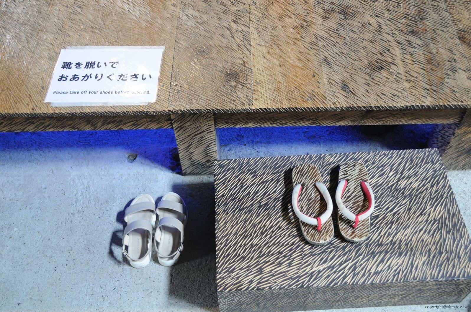 鞍掛純一+日本藝術大學雕刻組志工,脫皮之家,細節也不馬虎,提供更換的是內木鞋,也同樣經過「脫皮」 脫皮之家 脫皮之家 sheding house 06