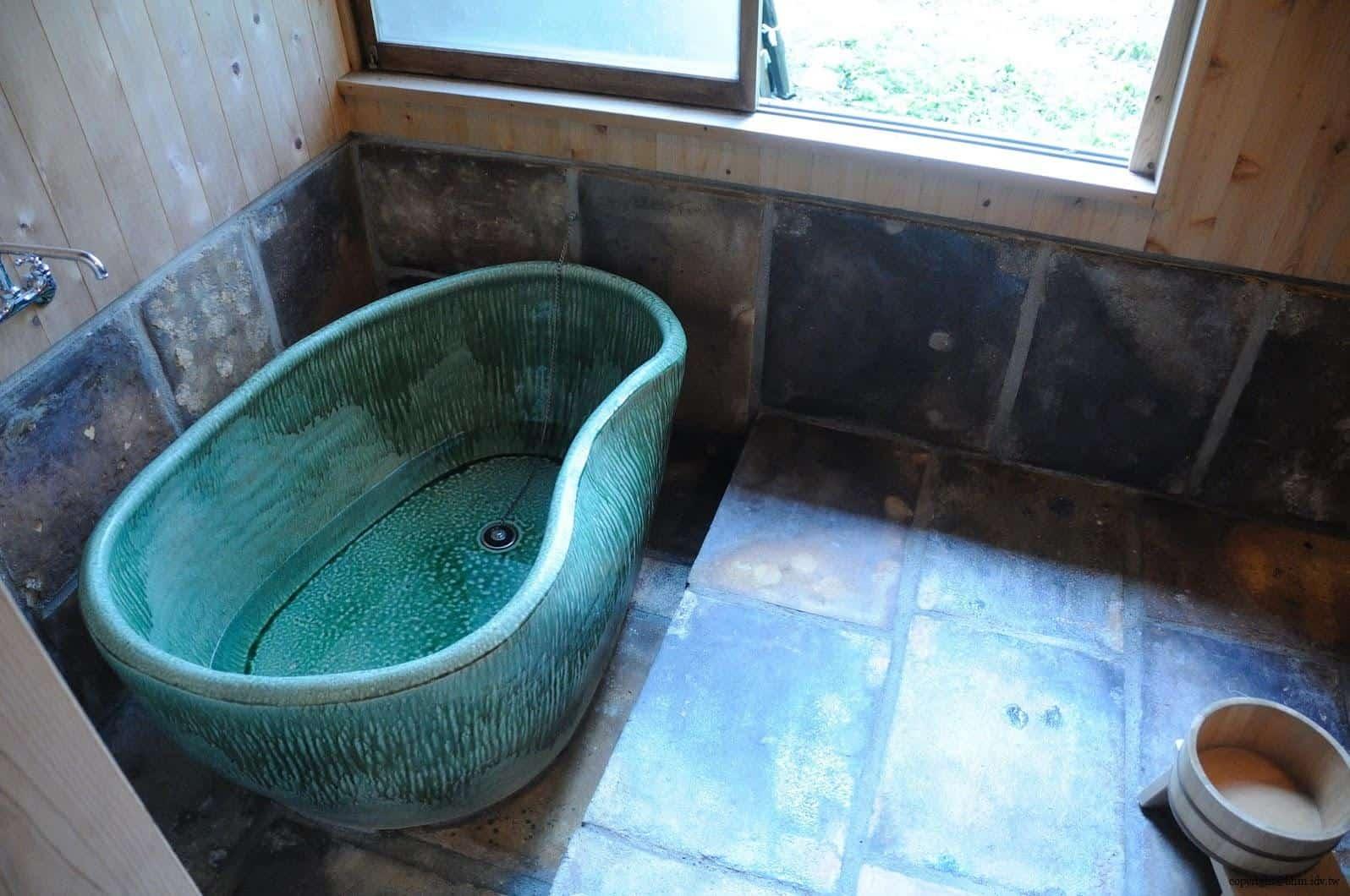 入澤美時/安藤邦廣,產土神之家,一樓洗手間,因提供住宿故有澡缸,是我喜歡的顏色端看許久 產土神之家 產土神之家 ubusuna house 14