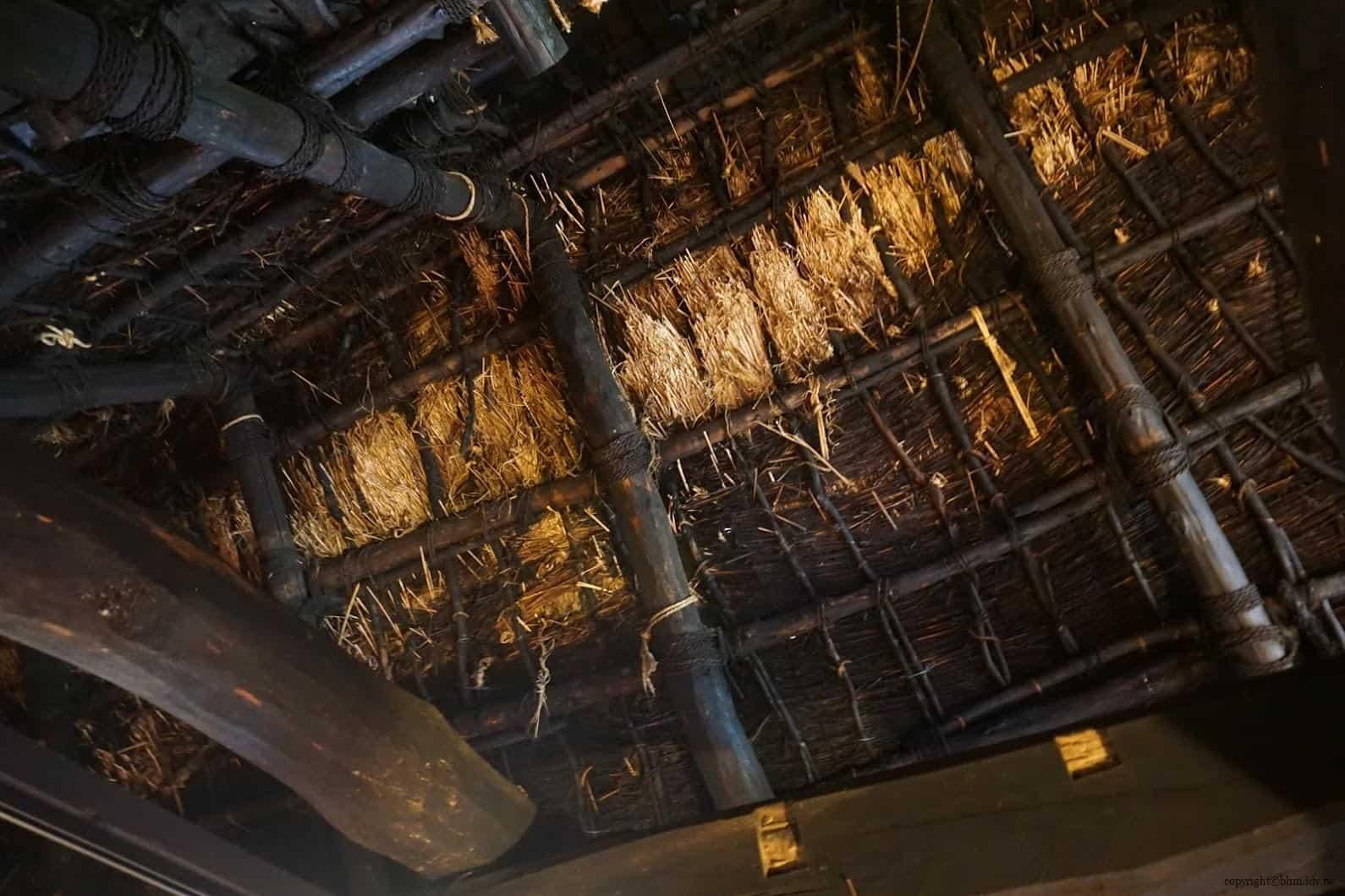 入澤美時/安藤邦廣,產土神之家,二樓用茅草搭建的屋頂,可看出歷史悠久梁柱被燻黑的痕跡 產土神之家 產土神之家 ubusuna house 18